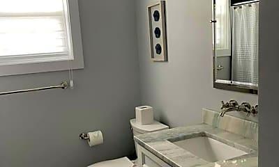 Bathroom, 101 N Richards Ave, 2