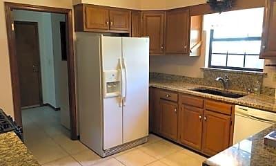 Kitchen, 1129 Troon Dr W, 1