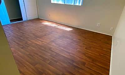 Living Room, 6631 Hazeltine Ave, 2