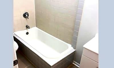 Bathroom, 7600 N Paulina St, 2