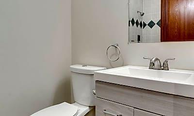 Bathroom, 1427 N Sedgwick St, 2