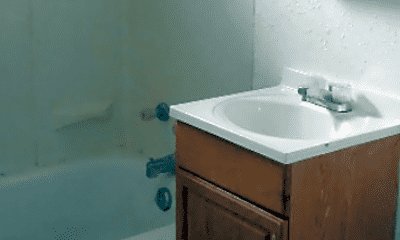 Bathroom, 1221 W Atkinson Ave, 2