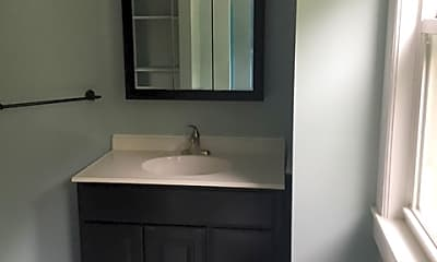 Bathroom, 89 Monroe St, 2