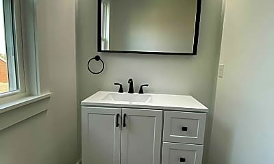 Bathroom, 406 Knox Ave, 2