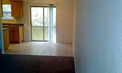 Living Room, 1292 Hillcrest Pl, 2