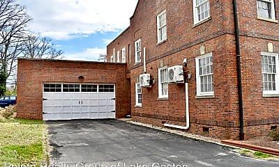 Building, 632 Roanoke Ave, 1