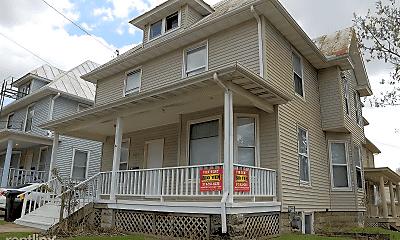 Building, 903 E Burlington St, 0