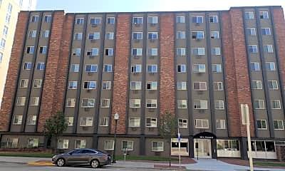 Saxony Apartments, 2