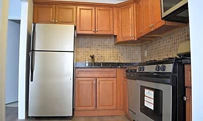 Kitchen, 201 Bridge Plaza N 4C, 1
