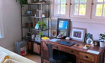 Living Room, 1402 Portland Ave, 2