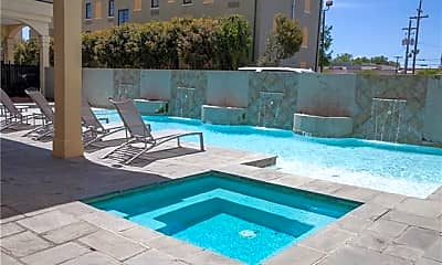 Pool, 1205 St Charles Ave 706, 2
