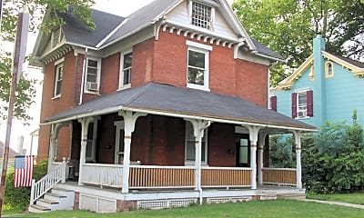 Building, 104 N Spruce St, 1
