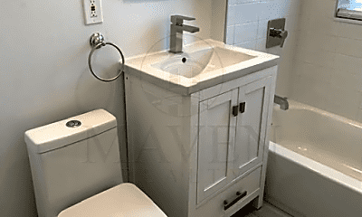 Bathroom, 86 Bowen Ave, 2