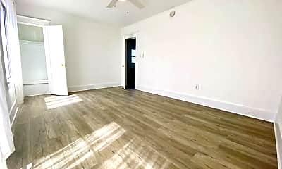 Living Room, 115 W 41st Pl, 2
