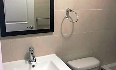 Bathroom, 309 Van Siclen Ave, 2