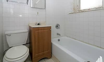 Bathroom, 5045 S Damen Ave, 2