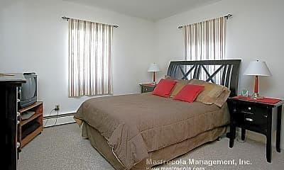 Bedroom, 1072 Fellsway, 1