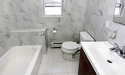 Bathroom, 13 Hunt Ave, 2