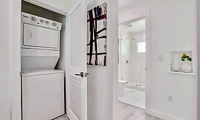 Bathroom, 562 N Kenmore Ave, 2