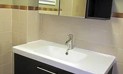 Bathroom, 101 Westwood St, 2
