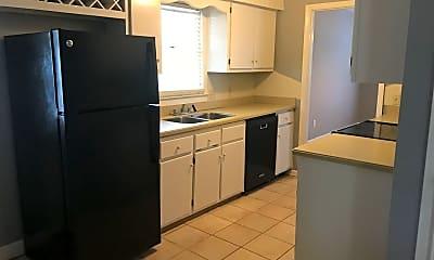 Kitchen, 2937 McNeese Dr, 2