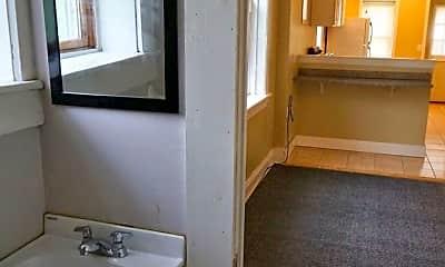 Bathroom, 924 E 6th St, 2