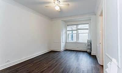 Living Room, 1049 W Oakdale Ave, 1