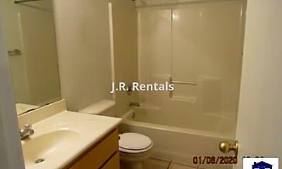 Bathroom, 2808 Edgefield St, 2