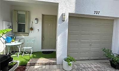 Patio / Deck, 707 SW 4th Ave 707, 1