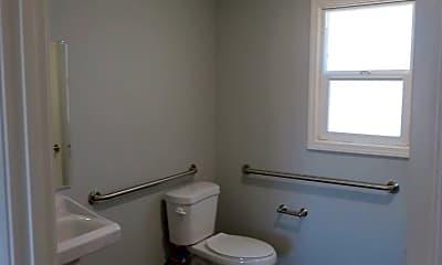 Bathroom, 601 N Tehama St, 2