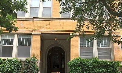 Building, 916 W Belle Plaine Ave, 2