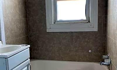 Bathroom, 202 S Cherry St, 2