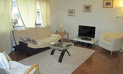 Living Room, 112-116 Longwood Ave, 1