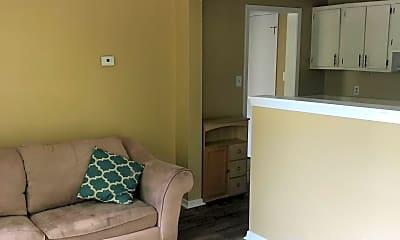 Living Room, 905 Sarrazin Ave B, 1