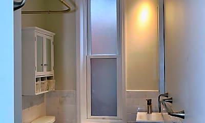 Bathroom, 2029 Walnut St 3R, 1
