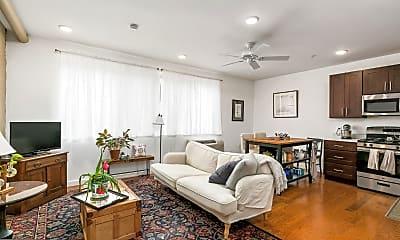 Living Room, 1637 Poplar St 2R, 1