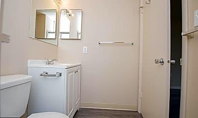 Bathroom, 807 College Ln K, 2