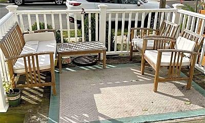 Patio / Deck, 717 E Walnut St, 2