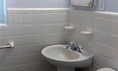 Bathroom, 1253 8th Ave S, 2