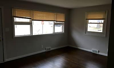 Living Room, 1000 MacArthur Dr, 1