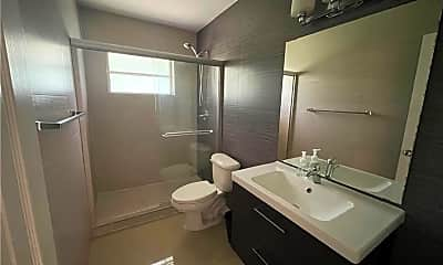 Bathroom, 2451 Lincoln St 6, 1