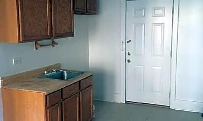 Kitchen, 1702 W 82nd St, 1
