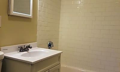 Bathroom, 374 Washington St, 1