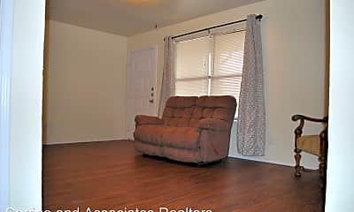 Living Room, 2526 W Prairie St, 2