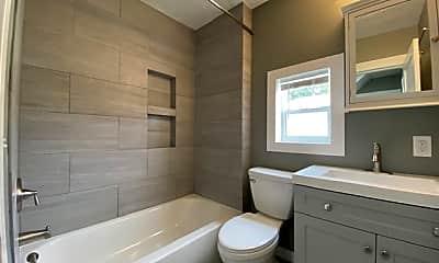 Bathroom, 1209 N Lindeke St, 2