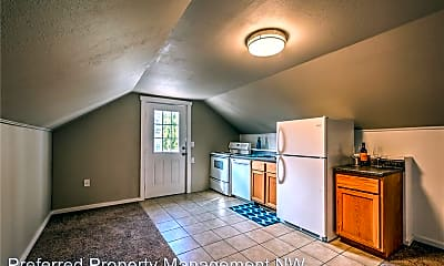 Kitchen, 3518 Lombard Ave, 1