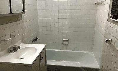 Bathroom, 86 Webster St, 2
