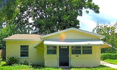 Building, 3918 W La Salle St, 1