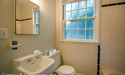 Bathroom, 104 S Waccamaw Ave, 2