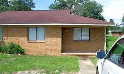Building, 109 Maple Dr, 1
